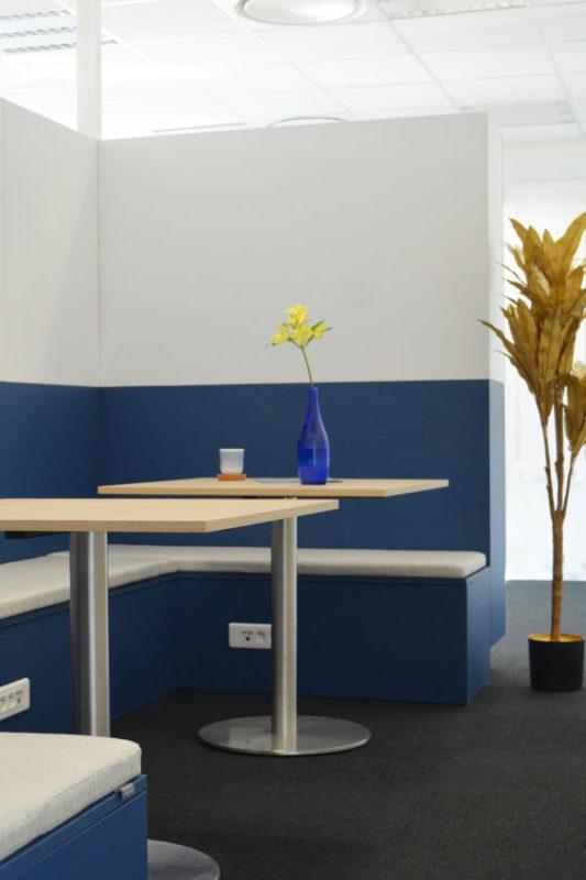 espace de travail bleu et blanc office notarial