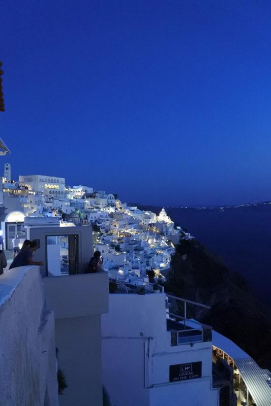 Photo de Fira de nuit à Santorin - Grèce